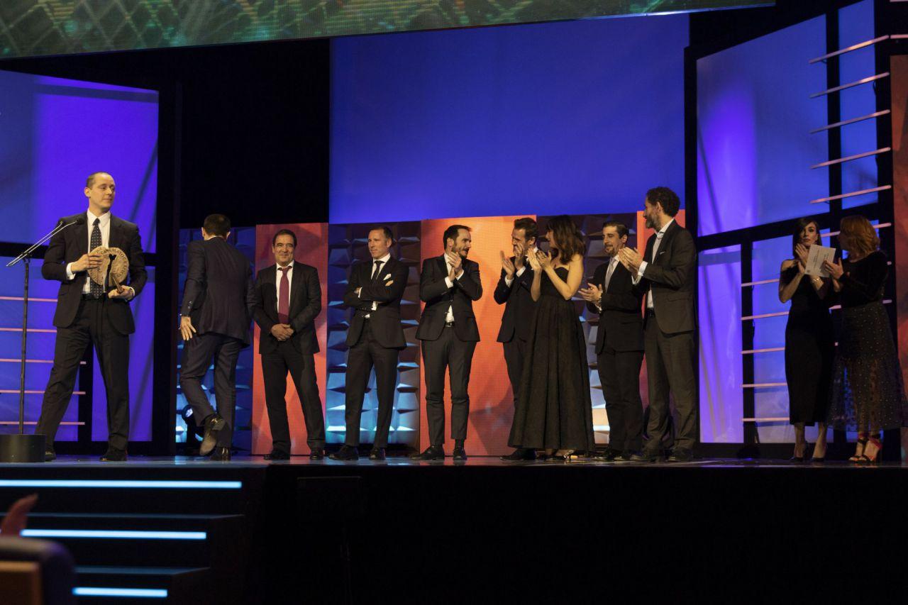 Equipo de La Trinchera Infinita recogiendo el Premio Forqué a Mejor Película