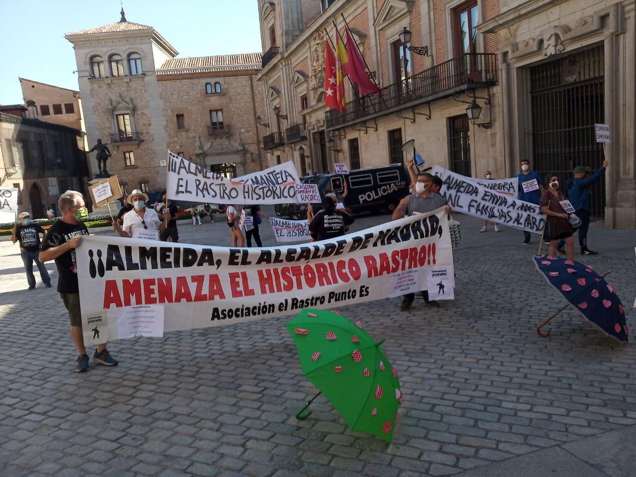 Galería Madridiario Cacerolada por la reapertura del