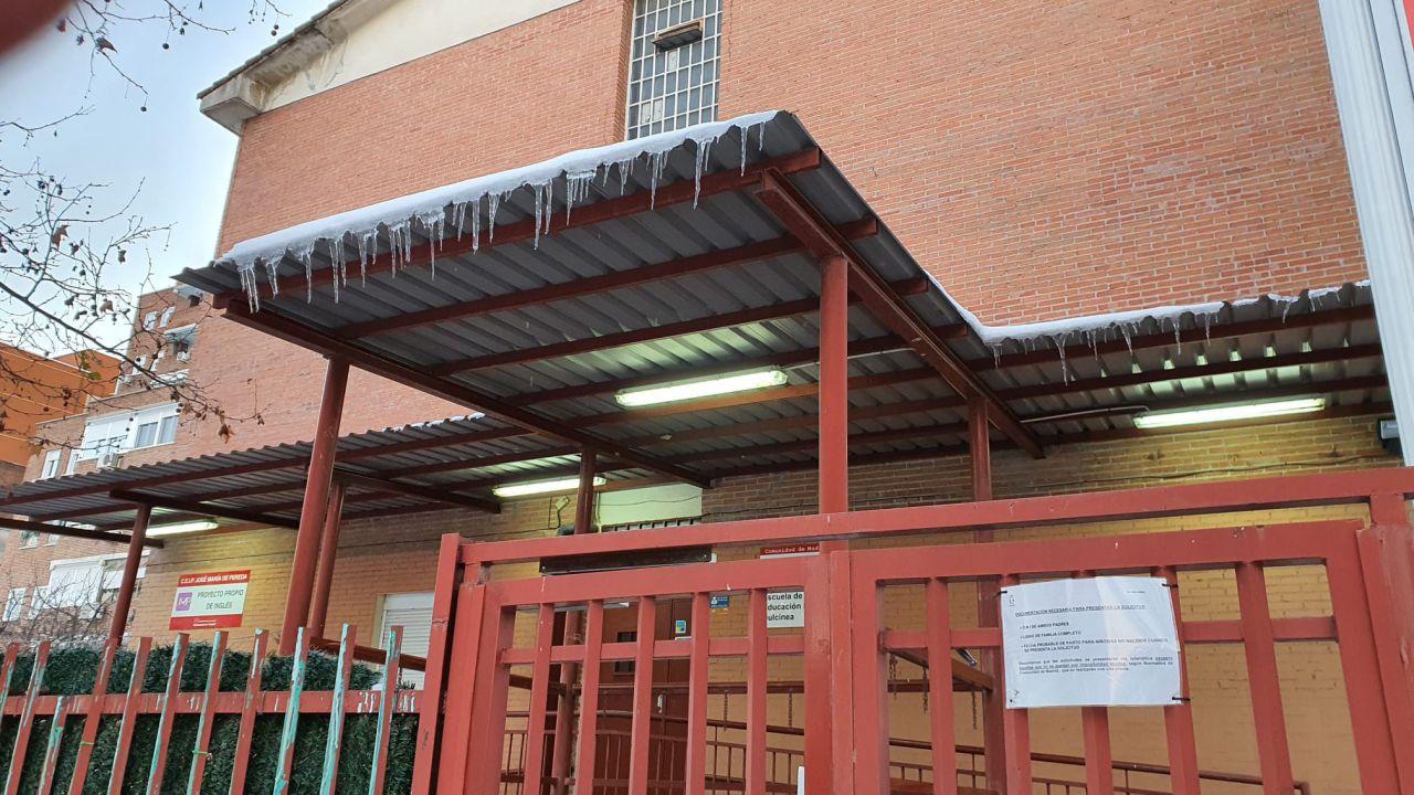 Cientos de colegios de la Comunidad de Madrid no tienen limpios los accesos tras Filomena
