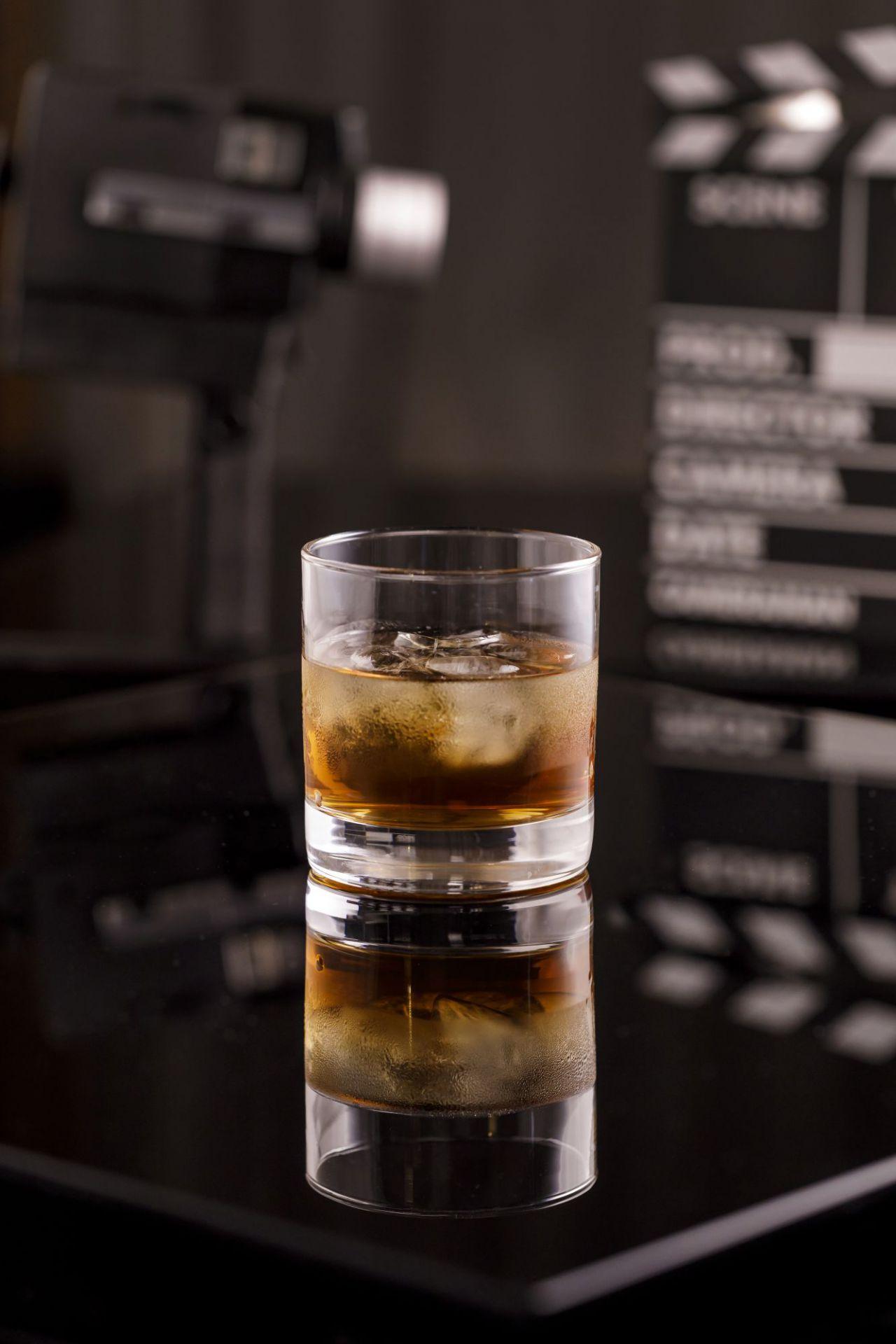 Whisky on the rocks- David Niven