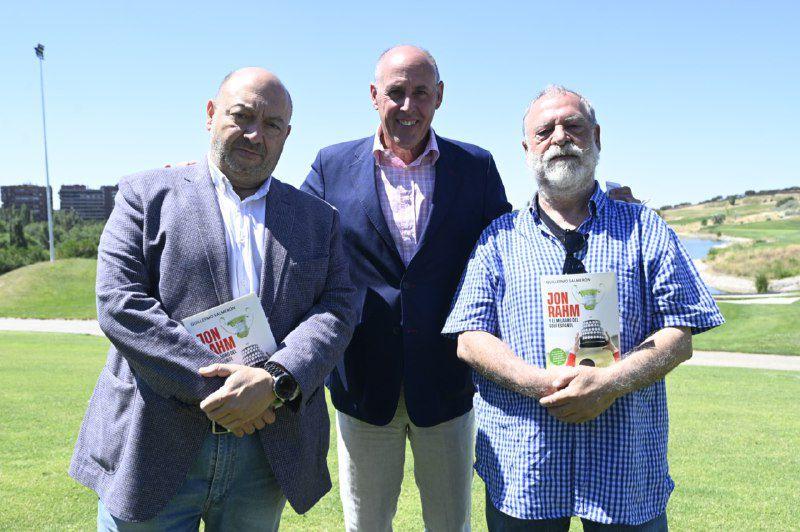 Guillermo Salmerón con el presidente editor de Madridiario, Constantino Mediavilla y el director general del periódico digital, José Brías.