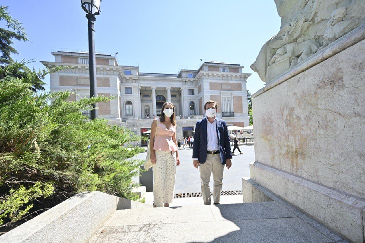 El alcalde de Madrid, José Luís Martínez Almeida, y la delegada de Cultura del Ayuntamiento de Madrid, Andrea Levy, en el Museo Del Prado tras conocer que el eje Prado-Retiro se convierten en Patrimonio Mundial de la Unesco