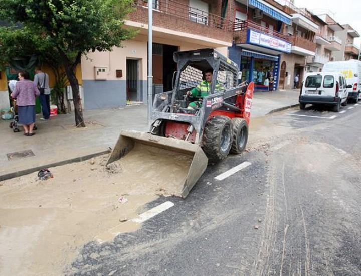 Coslada ha sido uno de los municipios más afectados por las fuertes lluvias que han descargado este lunes de madrugada sobre la región y que han dejado un balance de un fallecido y seis heridos leves.