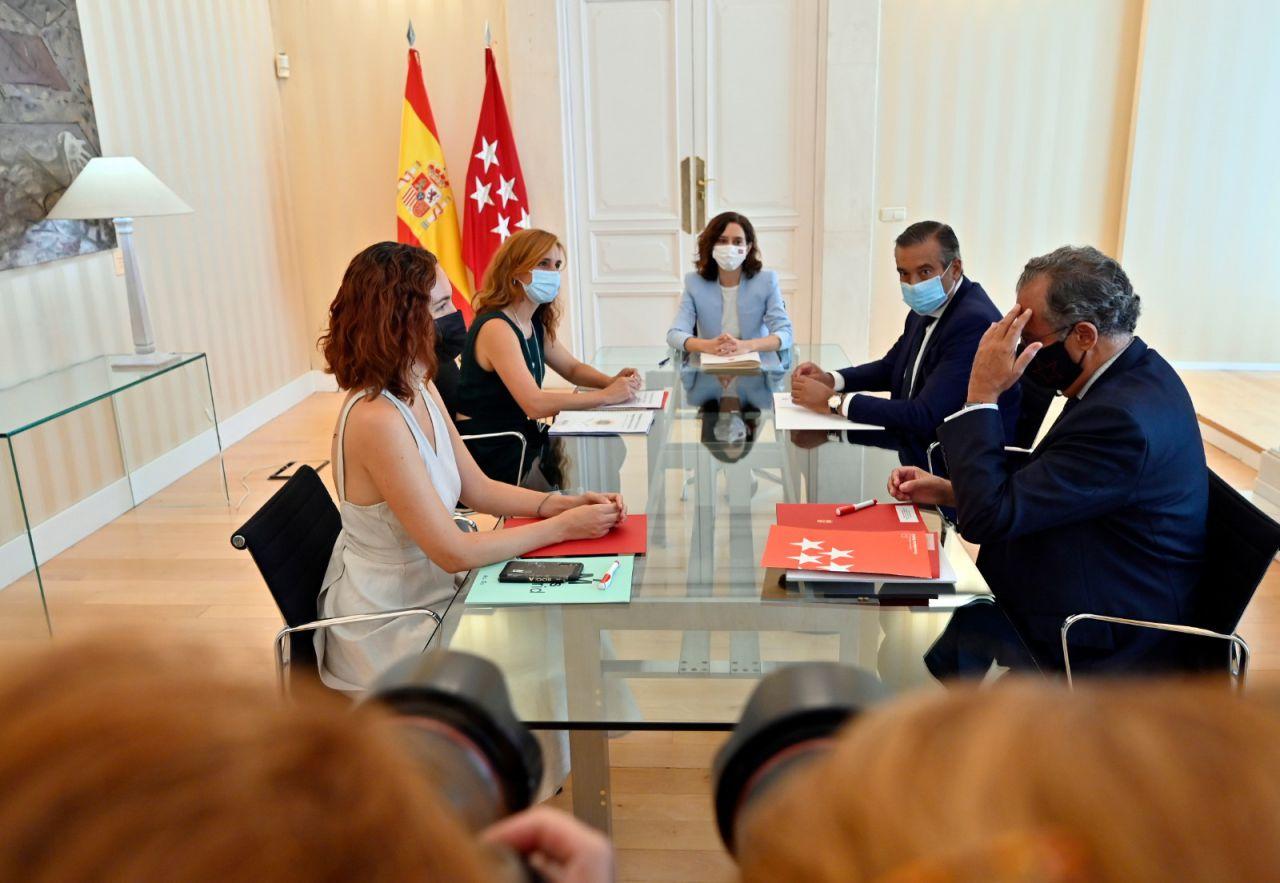 La presidenta de la Comunidad de Madrid, Isabel Díaz Ayuso se ha reunido con la portavoz de Más Madrid en la Asamblea, Mónica García.