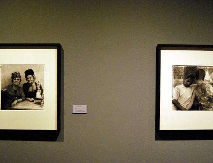 El Instituto de Cultura de Fundación MAPFRE nos muestra 'Coleccionar el mund' una exposición que reúne el trabajo de seis fotógrafos norteamericanos hasta el próximo 4 de enero en la Sala Moda Shopping de la avenida del General Perón, 40. Vea más imágenes.