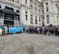 Protesta a las puertas de Cibeles por la aprobación de la ordenanza de movilidad