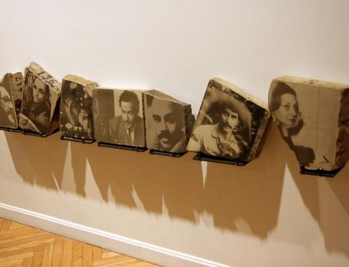 """La fotógrafa, crítica, comisaria de arte y escritora barcelonesa, Mireia Sentís, muestra, en el Círculo de Bellas Artes, todas sus series fotográficas creadas desde hace más de dos décadas, así como una selección de """"piezas sueltas"""", documentos y libros publicados por la artista. Vea más imágenes."""