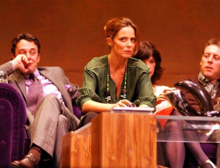 Maribel Verdú, Aitana Sánchez-Gijón, Antonio Molero y Pere Ponce son los actores protagonistas de 'Un dios salvaje', la obra de Yasmina Reza que se estrena en el Teatro Alcázar y que plantea una pregunta: ¿Qué sucede cuándo la educación, las buenas maneras y los códigos de convivencia se derrumban? Vea más imágenes.