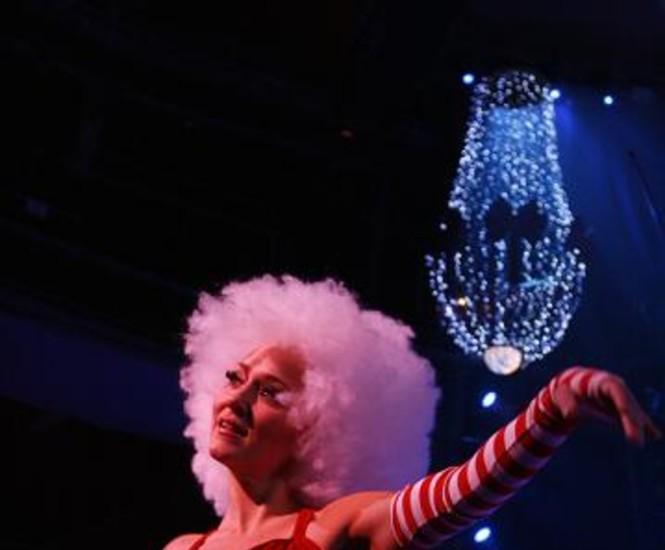 """El Teatro Circo Price celebra las fiestas de Navidad y cumple dos años con un nuevo espectáculo para público familiar, """"Nix y Nox, Nieve y Noche"""" y una exposición fotográfica que recorre en imágenes la evolución de este espacio dedicado al circo. Vea más imágenes."""