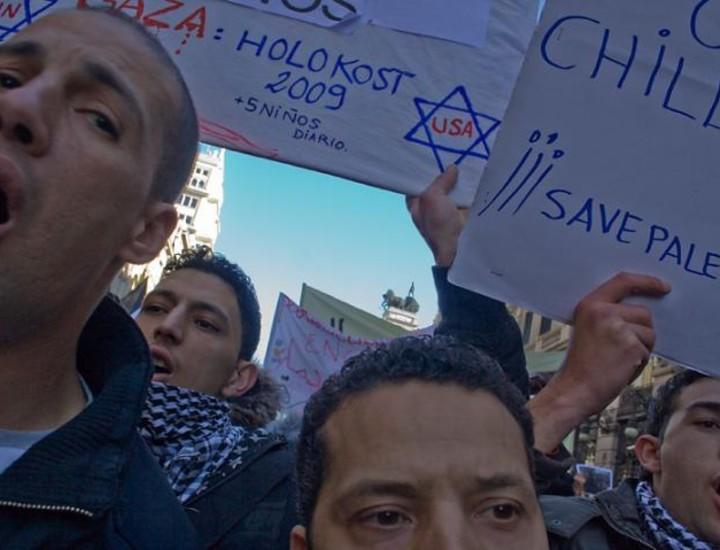 Bajo el lema 'Paremos el genocidio en Gaza', la manifestación reunió a 250.000 personas según la organización, entre las que abundaba la presencia de numerosas familias junto con un amplio número de colectivos musulmanes, que corearon consignas como 'No es una guerra, es un genocidio' y 'Todos somos palestinos'.