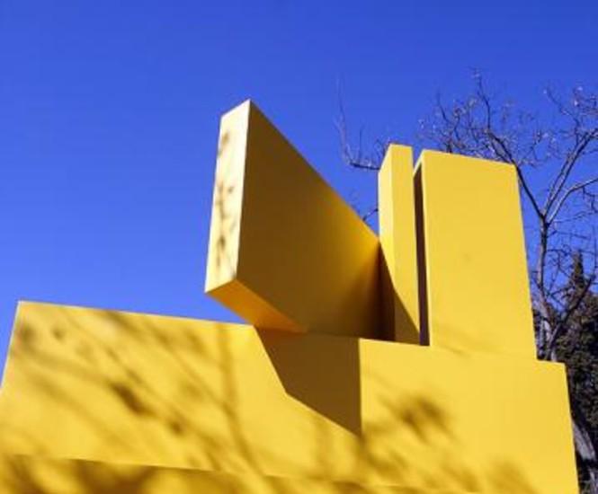 Varias esculturas del artista madrileño Gerardo Rueda cedidas por el museo valenciano IVAM formarán una muestra callejera desde este viernes y hasta el 12 de abril en el paseo del Prado y la Cuesta de Moyano de Madrid.