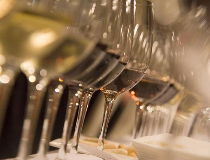 Un centenar de personas participaron este domingo en el 2º Premio Vila Viniteca celebrado en Madrid, que consistió en la cata de siete vinos diferentes para ser adivinarlos posteriormente por parte de los concursantes.