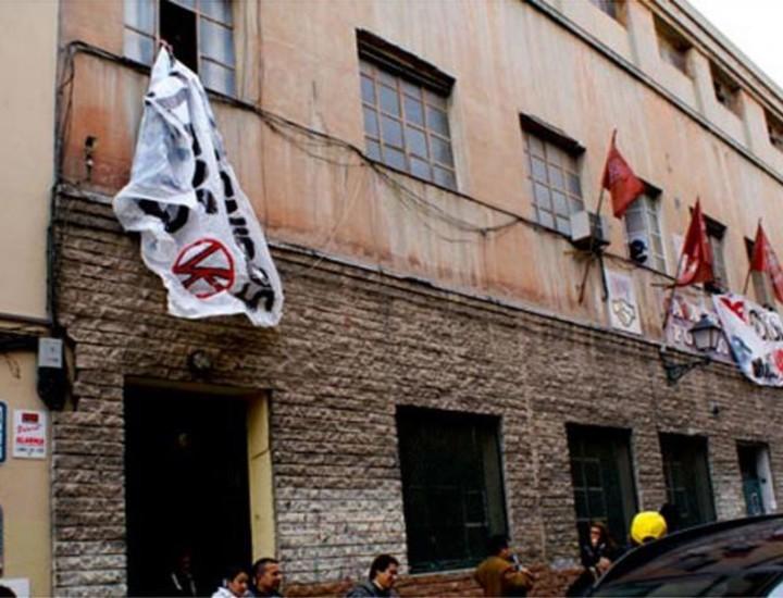 Antifascistas 'okupan' el PSOE de Vallecas
