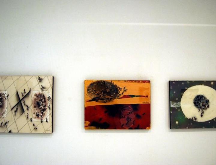 La Galería Marlborough acoge una muestra de Juan Genovés titulada 'Memoria'. Cuenta con más de una docena de novedosos acrílicos y resinas sobre tabla en pequeño formato. Todos ellos efchados en 2008.