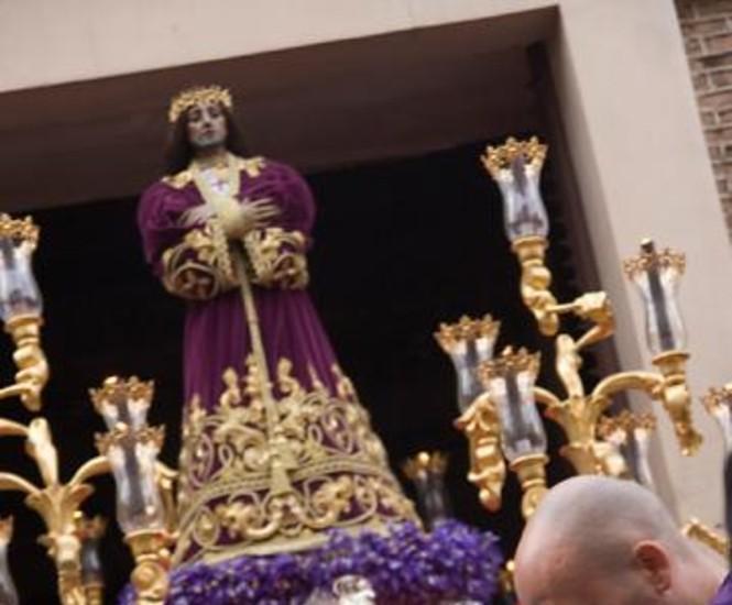 Miles de fieles arroparon en Madrid este Jueves Santos, sin la presencia de la lluvia, las procesiones de Nuestro Padre Jesús Nazareno 'El Pobre', María Santísima del Dulce Nombre, la Esperanza Macarena y Jesús del Gran Poder antes de un emocionante Vía Crucis.