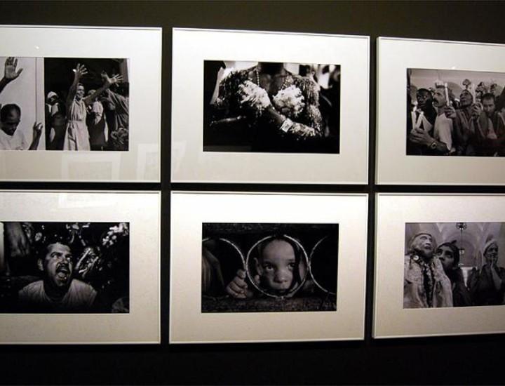 La Casa Amércica expone al público '17 milagroso. Babalú Ayé' un recorrido artístico por el día de San Lázaro que se celebra cada 17 de diciembre en El Rincón, Cuba. La sala de Frida y Diego alberga 79 fotografías de autores como la prestigiosa Cristina García Rodero, ganadora del premio nacional de fotografía en 1996.