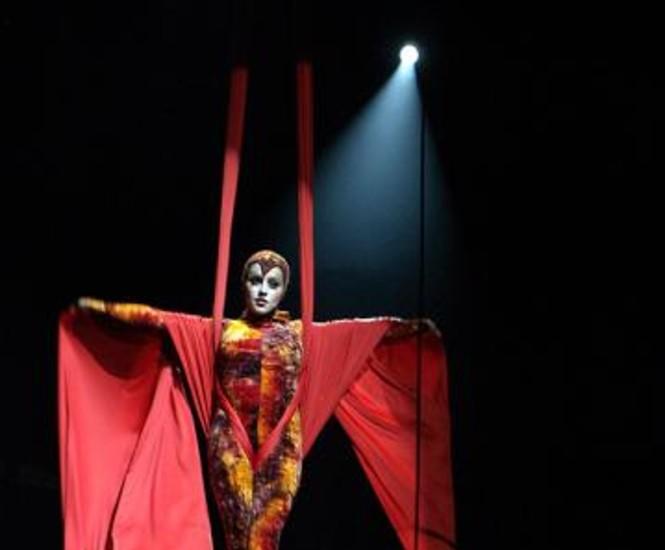 El Teatro Nuevo Alcázar ofrece desde este sábado el último espectáculo de El circo de los Horrores: Psicosis. Un espectáculo que nos traslada a la tenebrosa atmósfera del cementerio Ally en 1800 de la mano de algunos de los protagonistas más terroríficos.