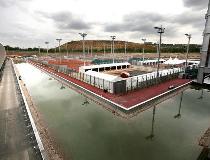 El Centro Olímpico de Tenis, dos veces mayor que el Bernabéu, abrirá sus puertas el día 8 de mayo. Madridiario ha paseado por sus instalaciones antes de su estreno.