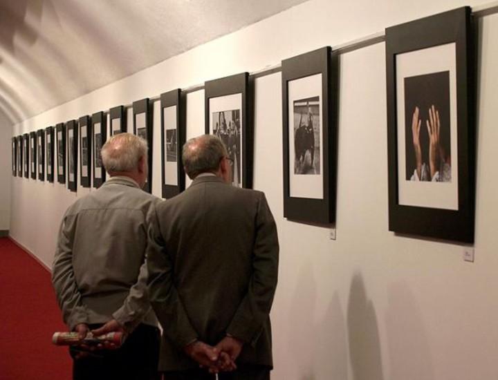 'Toreros' es la nueva exposición que Metro de Madrid acoge en la estación de Retiro, en la sala Expometro. José Tomás, Curro Romero, el Juli y otros grandes del capote se convierten en protagonistas del trabajo fotográfico de Marisa Flórez.