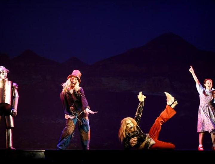 Funk, rock, R&B, gospel y country arropan la versión de 'El Mago de Oz' que se estrena en el Teatro Coliseum de Madrid este sábado, donde estará en cartel hasta el 21 de junio. El musical conmemora el 70 aniversario de la película protagonizada por Judy Garland.