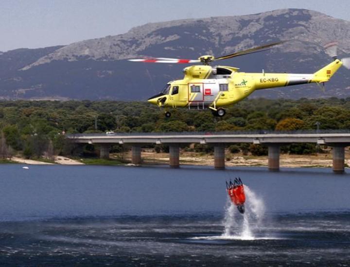 La Comunidad practica respuestas contra el fuego en maniobras con los retenes forestales. Este verano contarán con 550 profesionales, 84 unidades terrestres y 4 helicópteros.
