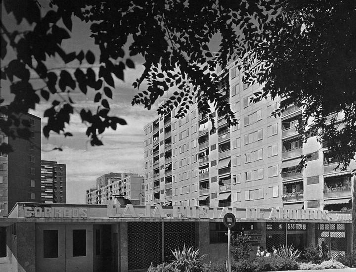 El escritor Ricardo Márquez y la editorial Temporae ha realizado un recorrido fotográfico por la historia del distrito de Moratalaz, con imágenes de varios archivos públicos y particulares.