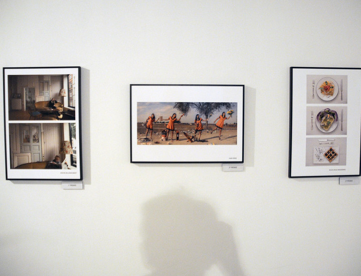 La exposición 'Upcycling', 40 fotografías para fomentar el reciclaje, puede verse desde este miércoles, 9 de octubre, hasta el próximo día 20 en el Círculo de Bellas Artes de Madrid (CBA). Entre las imágenes que se muestran destacan las fotos de los ganadores (Evelyn Hellenschmidt, Iván Pérez y Silvia Vaula) a un certamen fotográfico organizado por EFTI cuyo objetivo es
