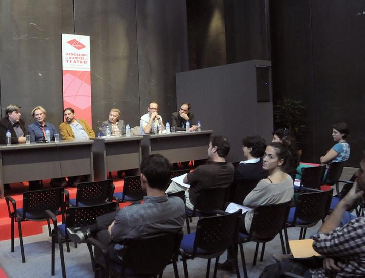 Exposición y venta de libros y textos teatrales, lecturas dramáticas y encuentros con actores son algunos de los múltiples atractivos que ofrece la decimocuarta edición del Salón Internacional del Libro Teatral que se celebra en la nave 16 de Matadero Madrid entre los días 17 y 20 de octubre. La entrada es gratuita.