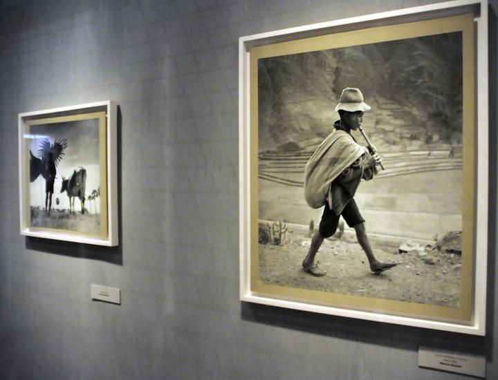 La Fundación Canal acoge hasta el 19 de enero de 2014, la exposición fotográfica 'Magnum´s First', que recoge las instantáneas originales de la primera muestra que organizó la agencia Magnum en 1995. Un total de 83 obras de maestros del fotoperiodismo como Robert Capa, Henri Cartier-Bresson, Werner Bischof o Ernst Haas, entre otros.