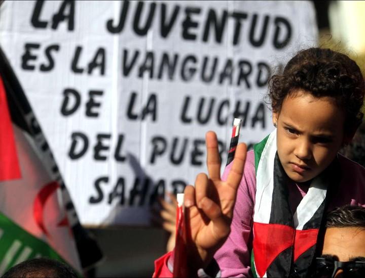 Cientos de personas han participado este sábado en una marcha a favor de la autodeterminación de la antigua colonia española coincidiendo con el 40 aniversario de la creación del Frente Polisario.