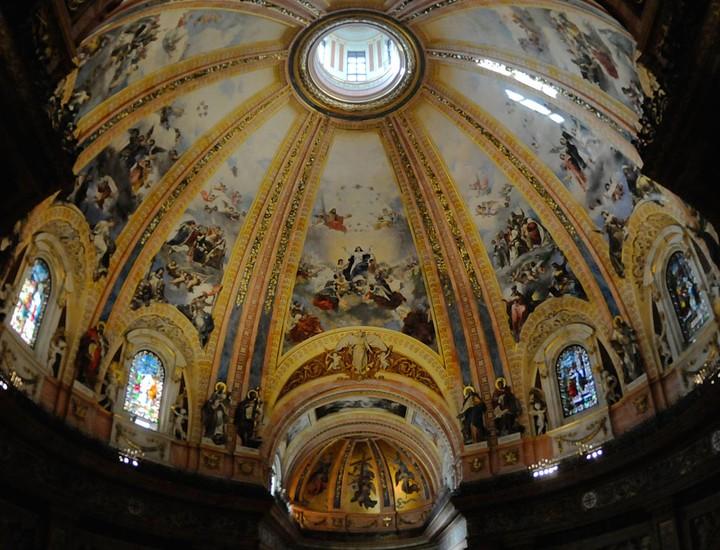 San Francisco el Grande es más que una basílica: es un museo en el que es posible ver la obra de buena parte de los artistas españoles de los siglos XVIII y XIX. Madridiario ha recorrido este recinto que, a pesar de sus avatares, muestra hoy un aspecto renovado y grandioso