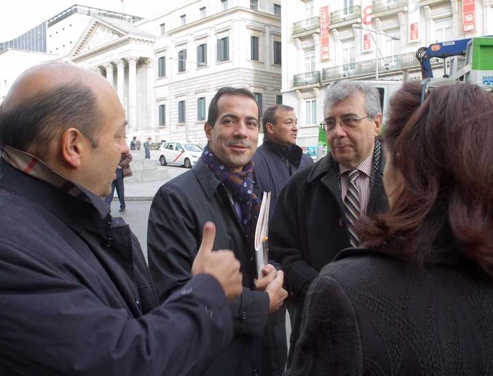 Constantino Mediavilla y Pedro Montoliú (Madridiario) reciben al presidente del Canal de Isabel II, Salvador Victoria