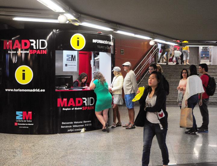 Galer a madridiario nueva oficina de turismo en la for Oficina de transporte madrid