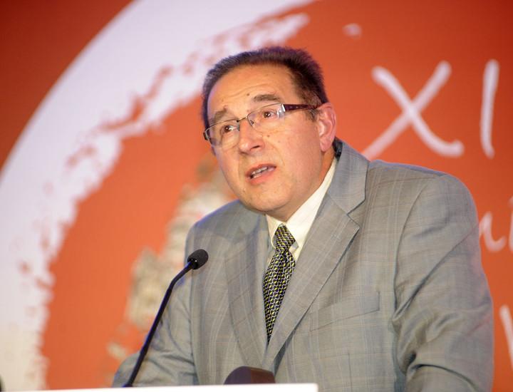 El presidente de Rivas Ecópolis durante su discurso de agradecimiento por el Premio Iniciativa Deportiva.