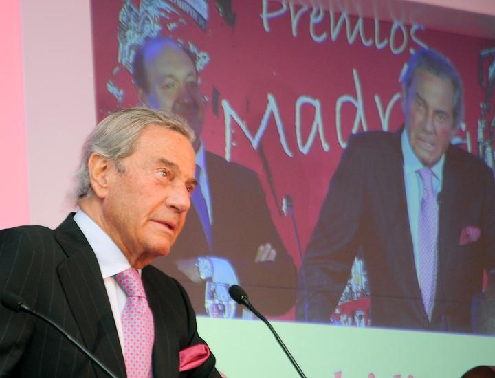 Arturo Fernández, recibiendo un Premio Madrid en 2014