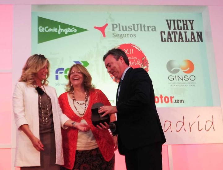 La presidenta de a CNMV, Elvira Rodríguez, ha entregado al premio.