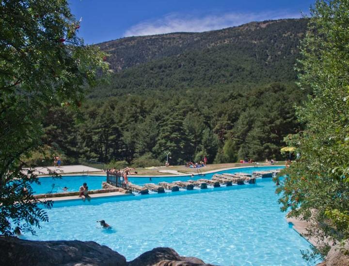 Galer a madridiario d a de piscina en la sierra de for Piscinas las berceas