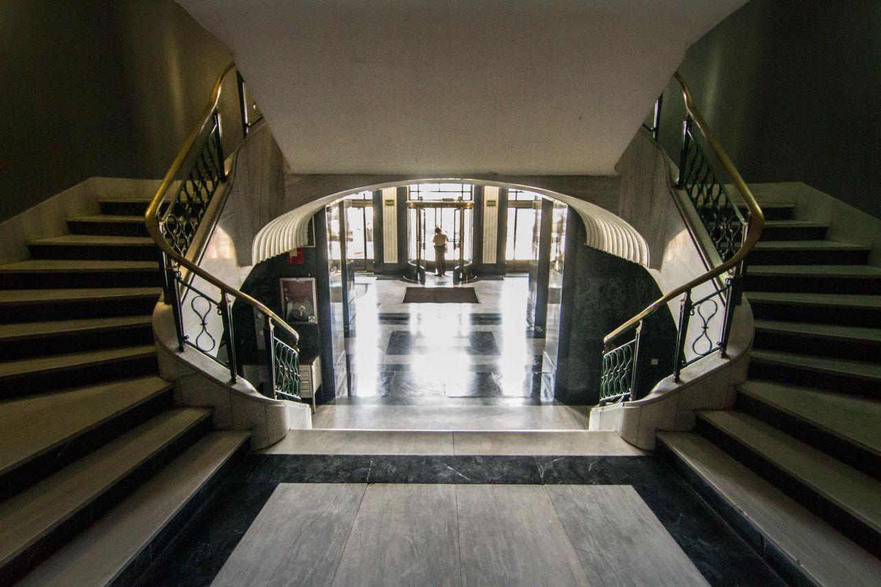 Vista al exterior desde el vestíbulo principal del edificio España.