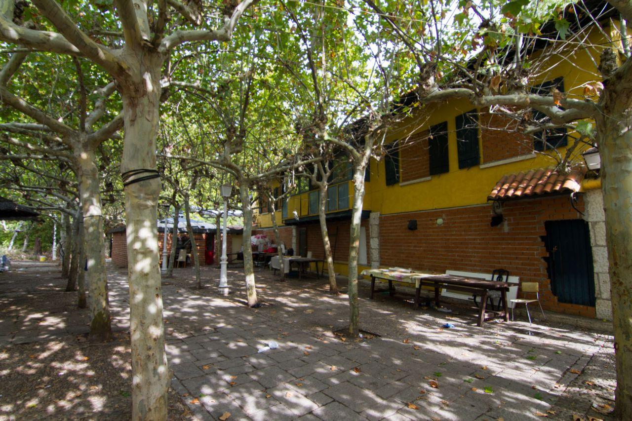 Galer a madridiario los ocupas de la feria del campo interior del restaurante guip zcoa - Recinto ferial casa de campo ...