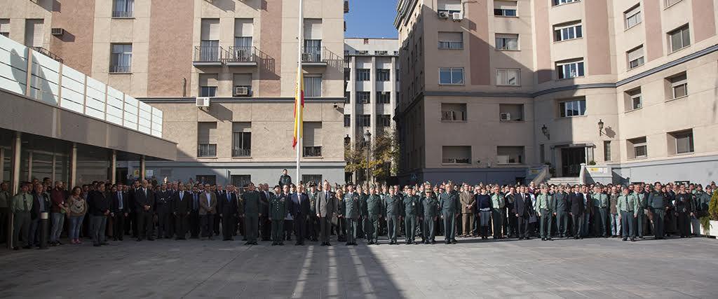 La Guardia Civil guarda un minuto de silencio en memoria de los fallecidos por el atentado de Paris