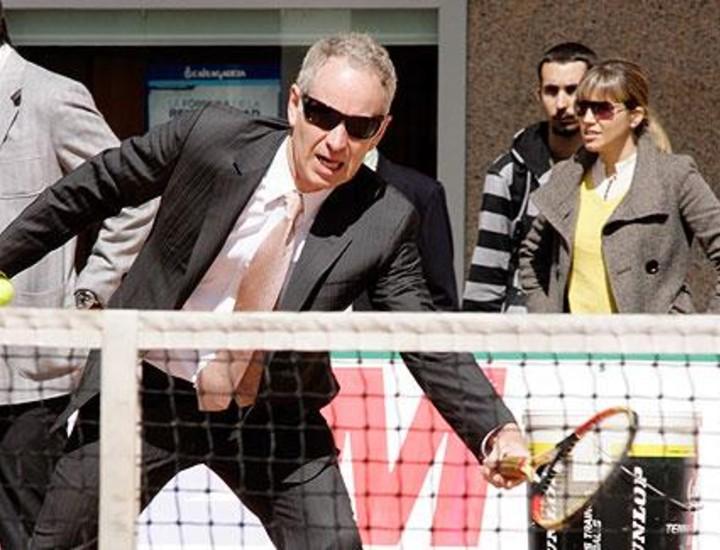 El consejero de Deportes de la Comunidad, Alberto López Viejo, presentó este viernes la segunda edición del Torneo Master Seniors de tenis de Madrid, en el que este año participan estrellas de la talla de John McEnroe, Boris Becker, Bjorn Borg y Jim Courier, junto a los españoles Sergi Bruguera y Emilio Sánchez Vicario.