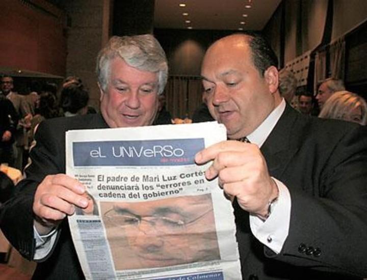 La presidenta de la Comunidad de Madrid, Esperanza Aguirre, estuvo presente en la presentación del nuevo diseño del periódico El Universo de Madrid. Y no fue la única ya que en el acto también estuvieron diversas personalidades del mundo de la política madrileña y cultural.