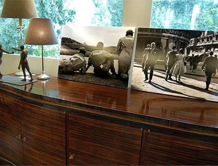 Francesc Català-Roca es uno de los grandes del siglo XX. Diez años después de su muerte, la sombra del fotógrafo de Tarragona se agiganta. La Galería Tiempos Modernos (Calle de Arrieta) recoge una muestra de su obra y vende las piezas a precios que oscilan entre los 1.000 y los 1.200 euros. Vea más imágenes.