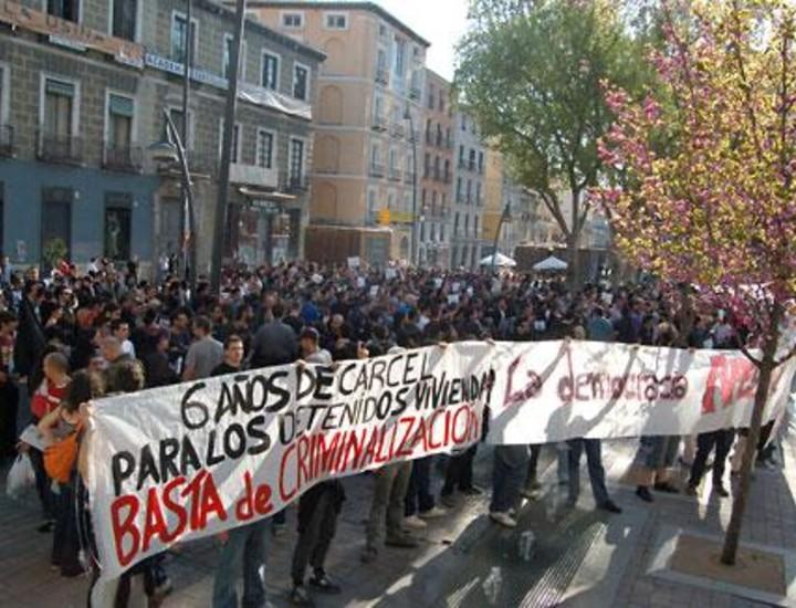 """Este sábado cientos de jóvenes se manifestaron en Tirso de Molina para protestar contra """"el fascismo y el capital"""". Vea más imágenes."""