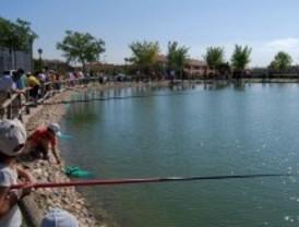 Concurso infantil de pesca en Valdemoro