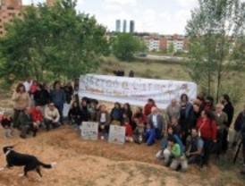 Vecinos de Fuencarral y Montecarmelo protestan contra el desmantelamiento de sus huertos urbanos