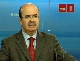 Zarrías, indignado de que se culpe a Zapatero de la deuda de Madrid