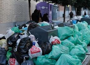 Tragsa sale a recoger la basura en Alcorcón tras declararse la alerta sanitaria