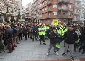 Concentración de los trabajadores del Ayuntamiento de Alcorcón contra los despidos
