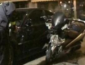 Una mujer herida grave al colisionar una moto y un turismo